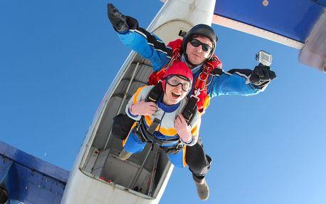 Tandemový seskok z výšky 3000 m nad Brnem