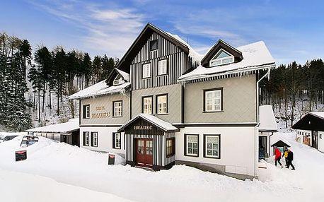 Hotel Hradec***, Špindlerův Mlýn - save 21%, Dokonalá dovolená s polopenzí v centru Špindlerova Mlýna