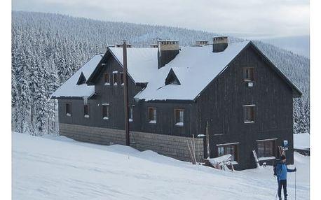 Zimní rodinný pobyt na horách. Přijměte naše pozvání na chatu Malá Rennerovka