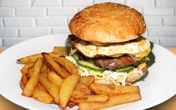 Dva napěchované burgery Elektra s porcí hranolků