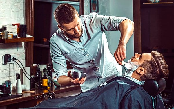Barber péče s odvozem BMW a sklenkou whiskey