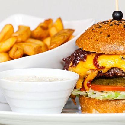 Nabušený burger s hranolky a tatarkou i pro 2