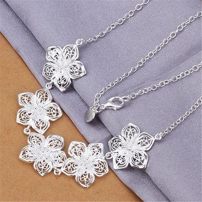 Dámský náhrdelník s květinami