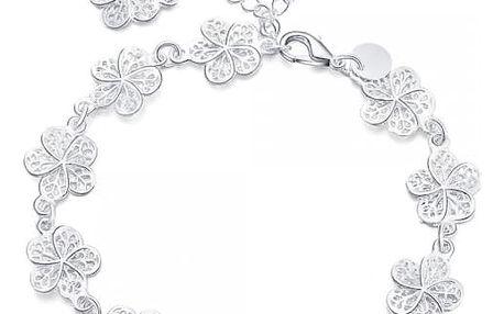 Náramek s kytičkami ve stříbrné barvě