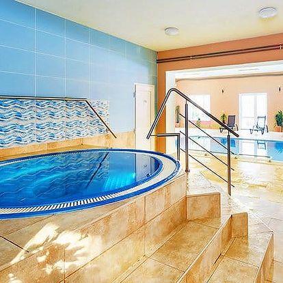 4denní silvestrovský pobyt pro 2 s wellness v hotelu Filipov v Bílých Karpatech