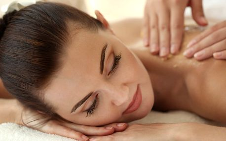 Voňavá relaxační masáž zad a obličeje