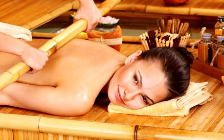 Orientální masáž bambusovými tyčemi