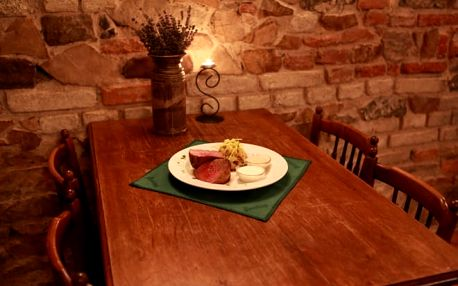 300g steak z australského býčka na lávovém grilu + omáčka a příloha pro 1 osobu na Praze 2
