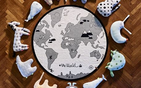 OYOY Bavlněný kobereček The World, černá barva, textil