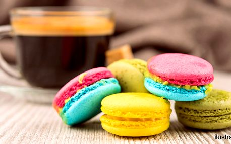 Káva a sladká makronka dle výběru