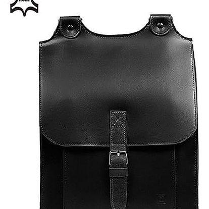 Velký kožený batoh s přezkou černá
