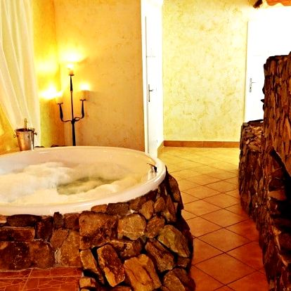 Relax pro dva: vířivka a vstup do bazénu