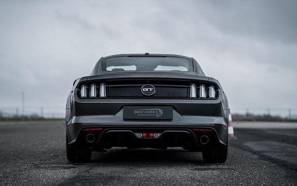 Škola smyku ve Fordu Mustang GT
