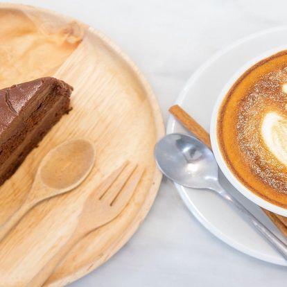 Káva, džus a dort či pohár od valašských ogarů