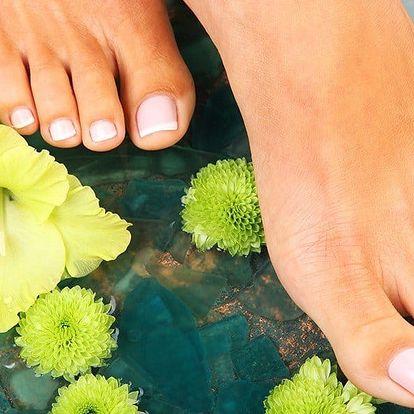 Pedikúra s citrusovou lázní vč. masáže nohou
