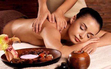 Aroma-masáž zad v délce 50 minut včetně fototerapie