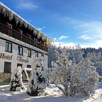 Zimní Špindlerův Mlýn ve 3* hotelu na nádherném místě jen kousek od centra i sjezdovek s polopenzí a saunou neomezeně