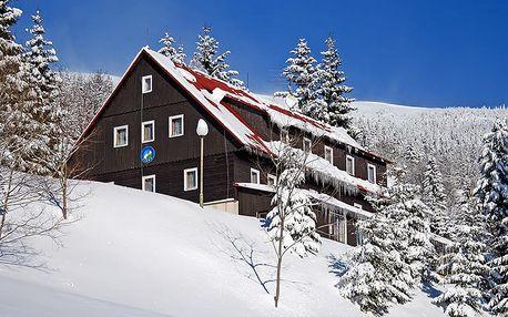 Zimní Krkonoše v hotelu nedaleko skiareálu Špindlerův Mlýn i běžeckých tratí s polopenzí