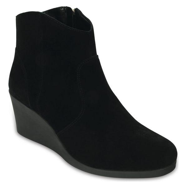 Černé boty na klínku Crocs Leigh Suede Wedge Bootie Black