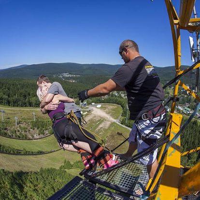 Bungee jumping z televizní věže