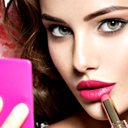 Perfektní make-up, sestřih, manikúra i masáž