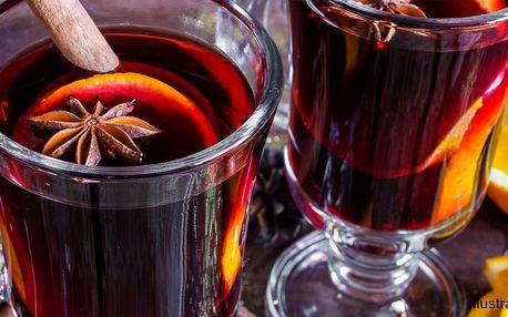 Svařené víno nebo punč pro zahřátí