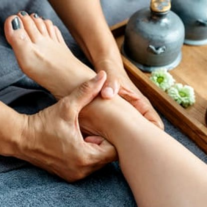 Reflexní masáž rukou či plosek nohou v délce 15-45 minut
