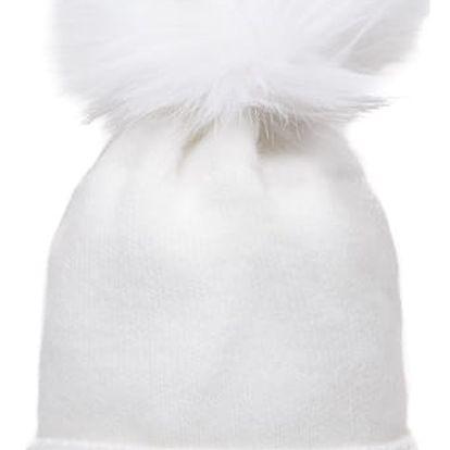 Bílá čepice Pamami s bílou bambulí