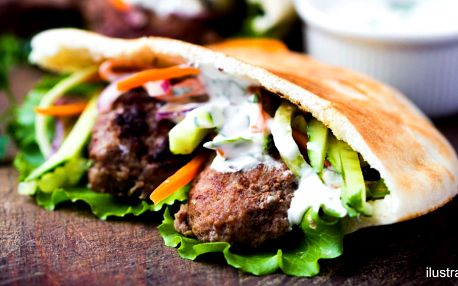 Burger v pitě: 100% hovězí, zelí a domácí omáčka
