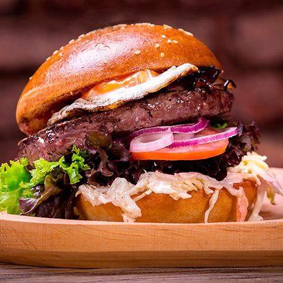 Burgerové menu s hranolky a pivem