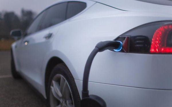 Jízda v elektromobilu Tesla S2