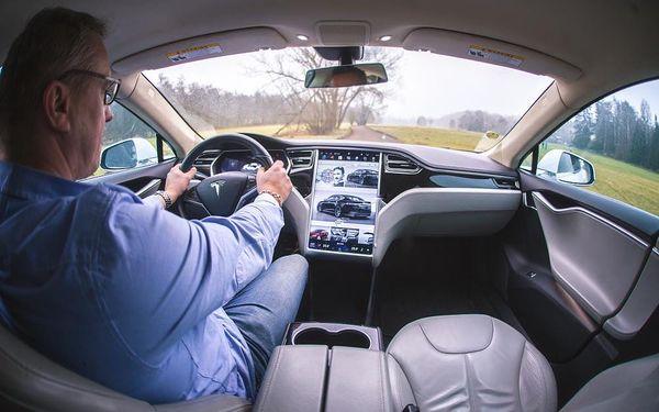 Jízda v elektromobilu Tesla S4
