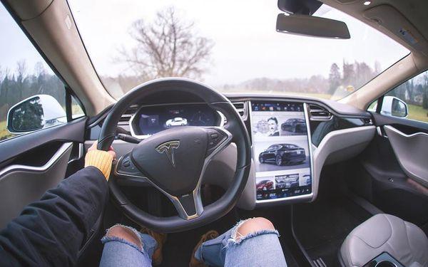 Jízda v elektromobilu Tesla S5