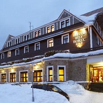 Zimní wellness pobyt v Krkonoších ve SPA Hotelu Bílý Hořec pro 2 osoby na 5 - 8 dní.