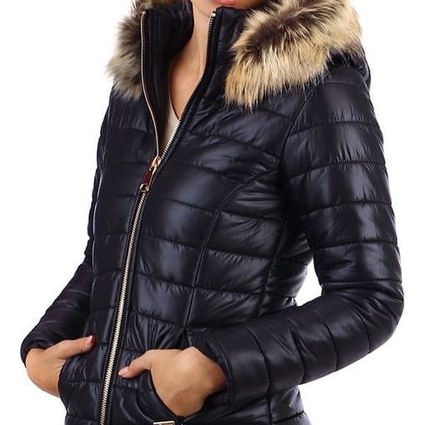 Prošívaná dámská krátká bunda s kožíškem tmavě modrá