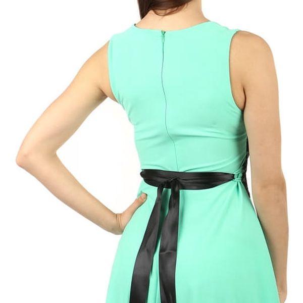 Krátké šaty s krajkou v pase černá2