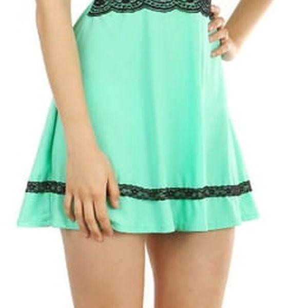 Krátké šaty s krajkou v pase černá4