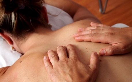 Hloubková masáž pro odstranění svalové bolesti