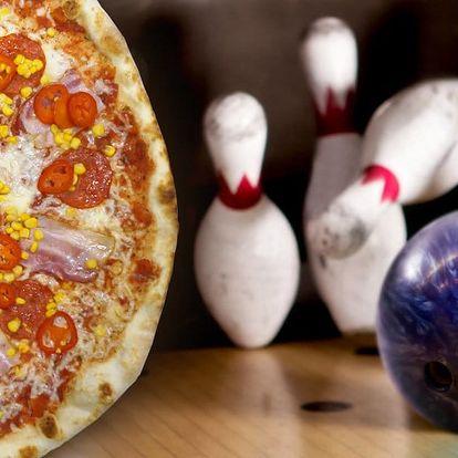 Hodina bowlingu až pro 8 hráčů a velká pizza