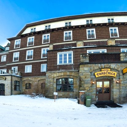 Hotel Tanečnica*** na Pustevnách s polopenzí a bazénem
