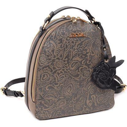 Doca hnědý batoh s vyřezávaným povrchem