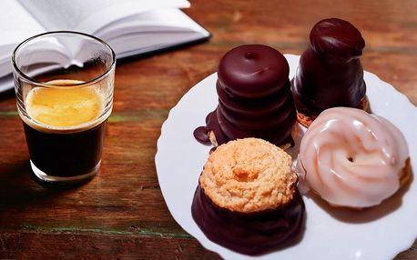 Vídeňská či turecká káva a tradiční zákusek
