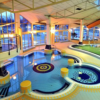 Lázeňský Sárvár ve stylovém hotelu kousek od přírody + celodenní vstupenka do lázní vzdálených jen 10 minut chůze