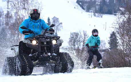 Adrenalinová jízda na lyžích tažených čtyřkolkou