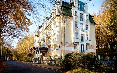 Villa Savoy - Spa Park Hotel, Komfortní ubytování s procedurami a polopenzí pár minut chůze od hlavní kolonády