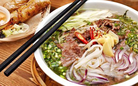 Polévka Phở Bo a křupavé závitky Nem Rán
