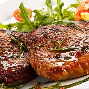 Mix steaků pro dva + brambory, tatarka, salát a štrúdl