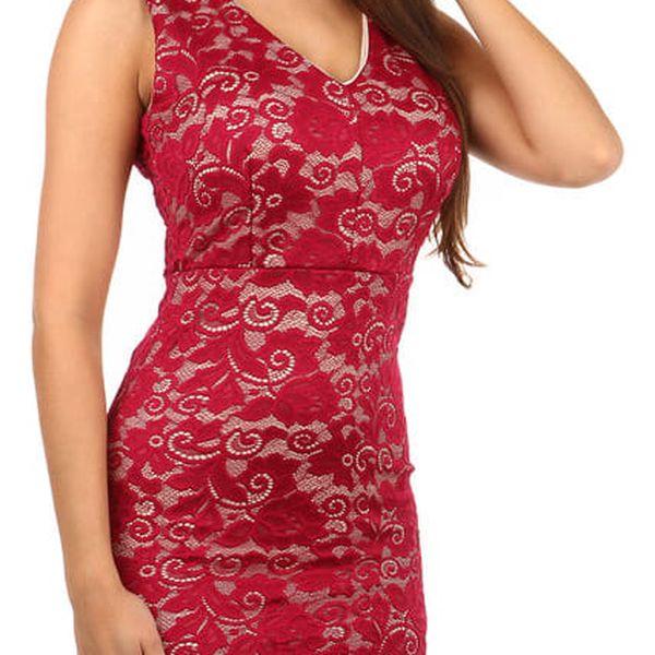 Romantické krajkované šaty červená
