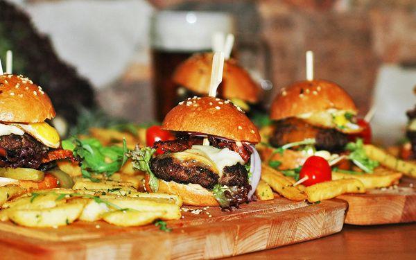 4 nebo 8 malých burgerů v restauraci Čtyřlístek