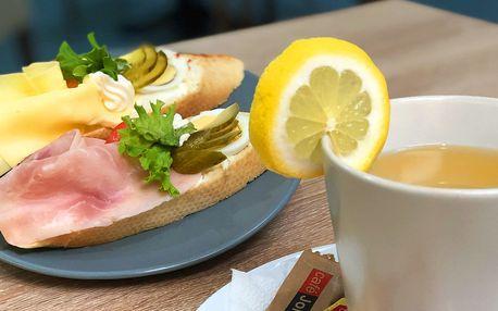 2 chlebíčky nebo zákusek i s horkým nápojem